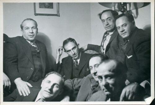 Dr. B.A. Victor, far right Leybl Basman, Winnipeg, early 1940s