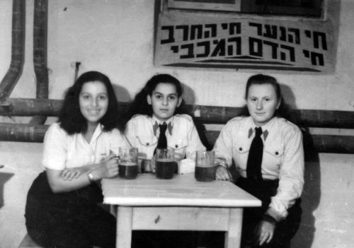 Edith Kimelman - KlingelYehudit(Edith)(Right)VelaFeigeSchmidtBetarGroupBad GasteinAustria1946