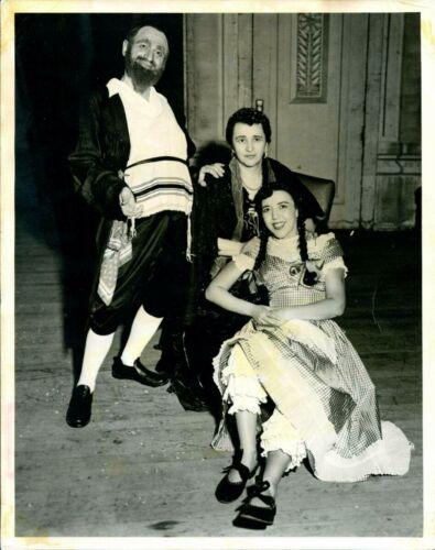 Hadassah production of Mazel Tov!, Winnipeg, 1950 (JM 3355)