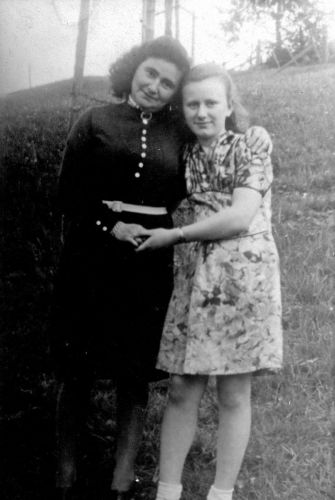 KlingelYehudit(Edith)(Right)1946WithBelovedAuntChayaruchaGorensteinKeitelInWaldenburgGermany