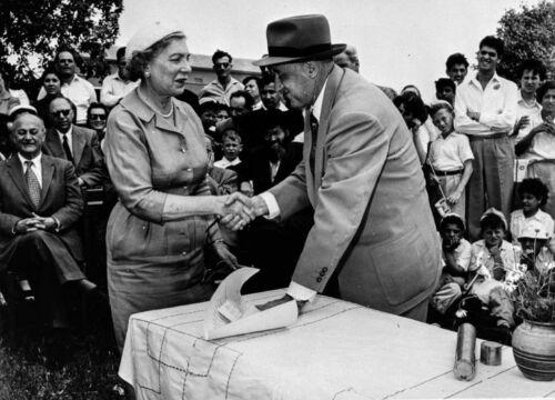 Moshe Kol hands deed to Sally Gotlieb during the dedication of Nahala in Negev, 1955
