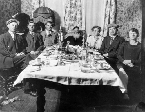 Pearl Family seder 1929
