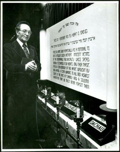 Rabbi Peretz Weizman at memorial plaque