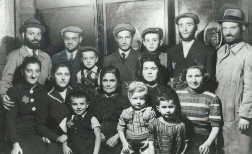 Weizman Family in the Łódź Ghetto 1942